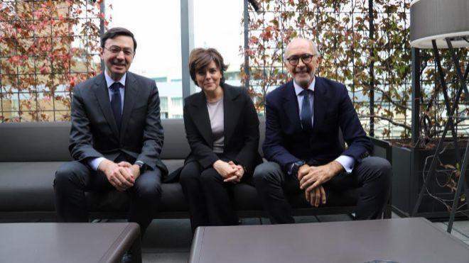 Los políticos hacen carrera en los despachos de abogados