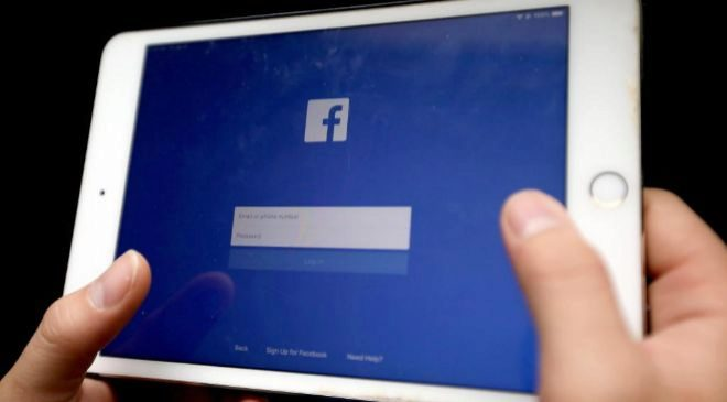 Pantalla inicial de la red social Facebook</HIT> antes de...