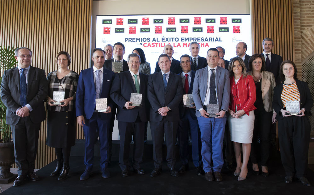 El presidente de Castilla-La Mancha, Emiliano García-Page, con los...
