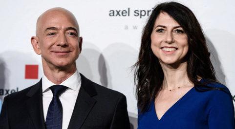 El fundador y director ejecutivo de Amazon, Jeff Bezos, y su exmujer...