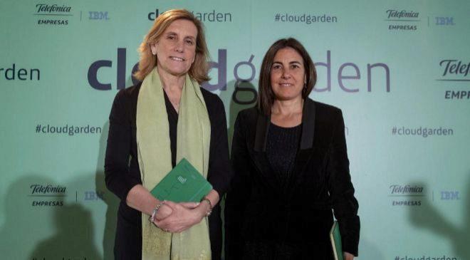 Marta Martínez, presidenta de IBM en España, junto a María Jesús...