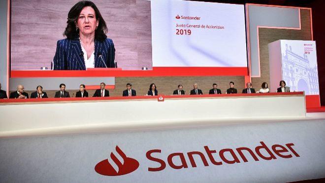 Ana Botín, presidenta de Banco Santander, durante la junta de...