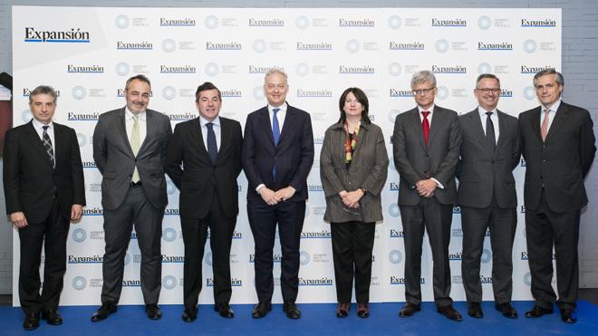 De izquierda a derecha:Raúl Fuentes, subdirector general de Asuntos...