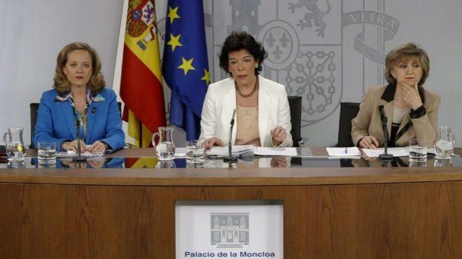 La portavoz del Gobierno y ministra de Educación, Isabel Celaá, la...