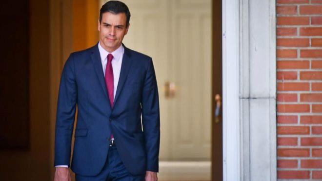 El presidente del Gobierno, Pedro Sánchez, antes de recibir en La...