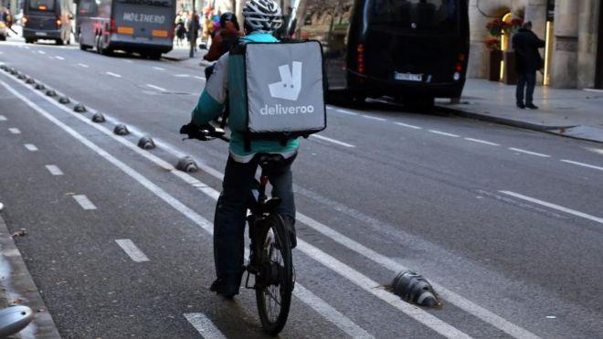 Amazon invierte 575 mdd en Deliveroo, competirá con Uber Eats