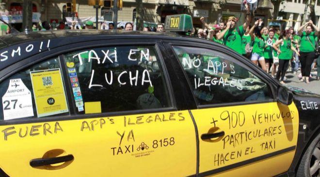 Manifestación de taxis contra vehículos VTC en Barcelona.