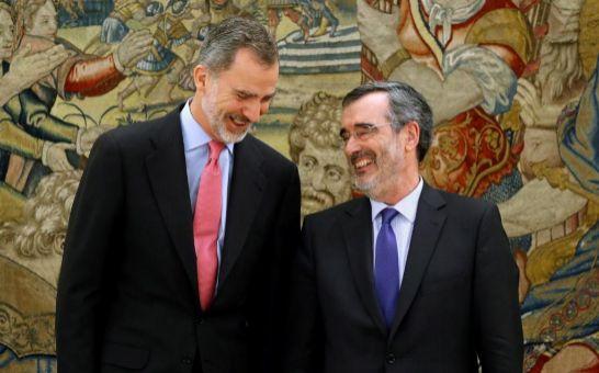 El rey Felipe recibe al presidente del Senado, quien le comunica la composición de la Cámara Alta en la XIII legislatura.