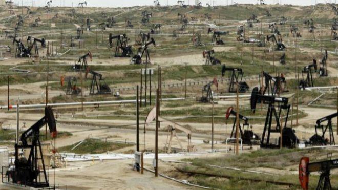 Tensiones entre EU y China provocan la caída de precios del petróleo