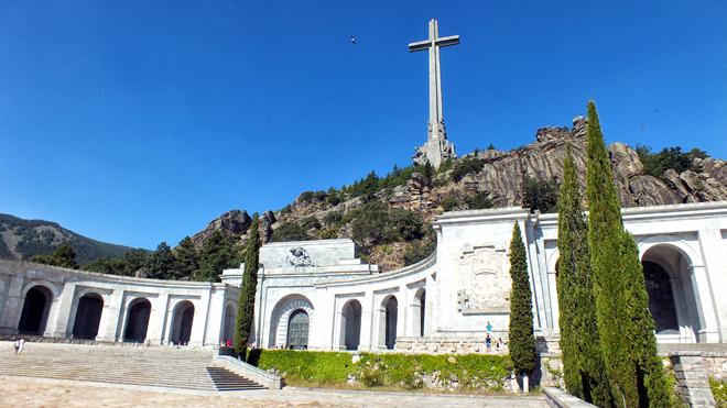 El Supremo suspende de momento la exhumación de Franco