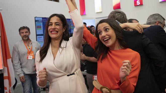 Begoña Villacís celebra los resultados electorales tras el 26M con Inés Arrimadas.