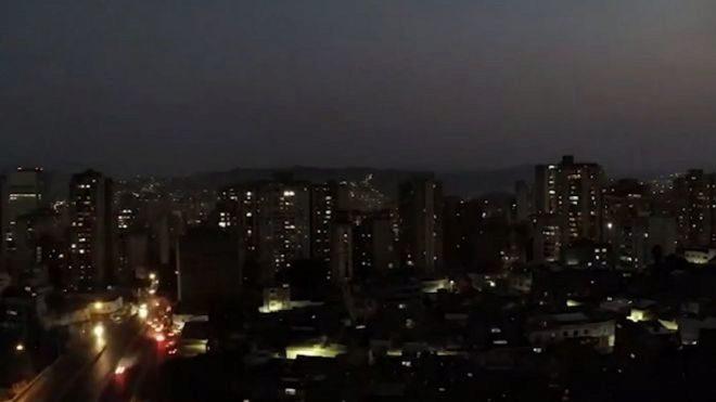 Argentina y Uruguay trabajan en restaurar servicio eléctrico tras apagón masivo