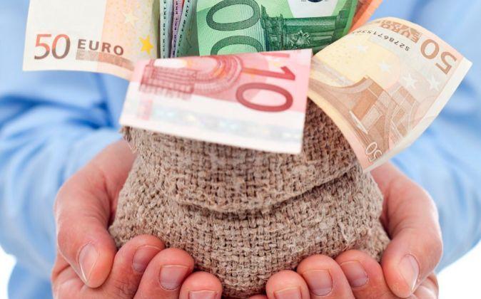 El sueldo medio de los españoles aumenta un 2,1% hasta 23.645 euros y un 8% en una década