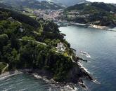 Ubicada en lo alto de un acantilado junto al pueblo guipuzcoano de...