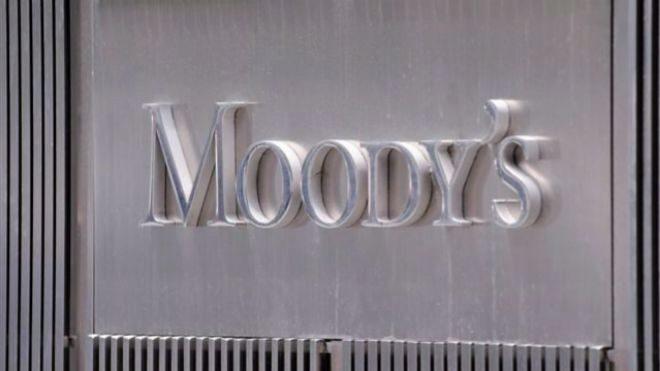 Moody\'s estudia rebajar el ráting de España si se revierten las reformas...