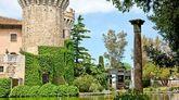 El castillo de Peralada, propiedad de la familia Suqué Mateu, es el...