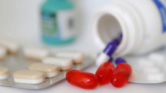 Bodegón de medicamentos.
