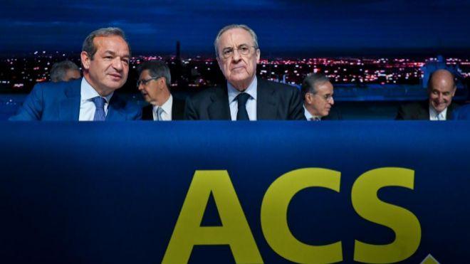 Marcelino Fernández Verdes, consejero delegado de ACS, junto al...