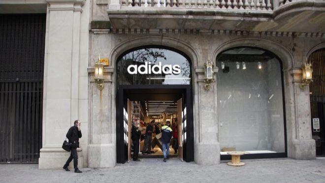 Tienda de Adidas en el Paseo de Gracia de Barcelona.