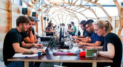 El 'start up hub', el programa para empresas emergentes del congreso,...