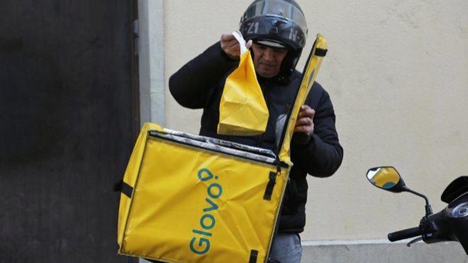 Carrefour ofrecerá reparto a domicilio en media hora a través de Glovo