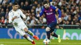 Casemiro y Messi disputan el balón durante un encuentro entre el Real...