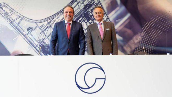 Anton Pradera, presidente de Cie Automotive, y Jesús Herrera,...