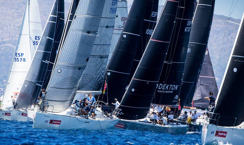 La flota de las 38ª Copa del Rey durante la salida de la primera...
