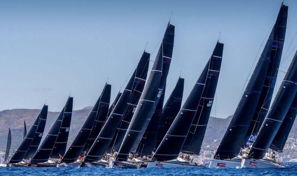 La flota de los Swan 50 navegando en la primera regata de la Copa del...