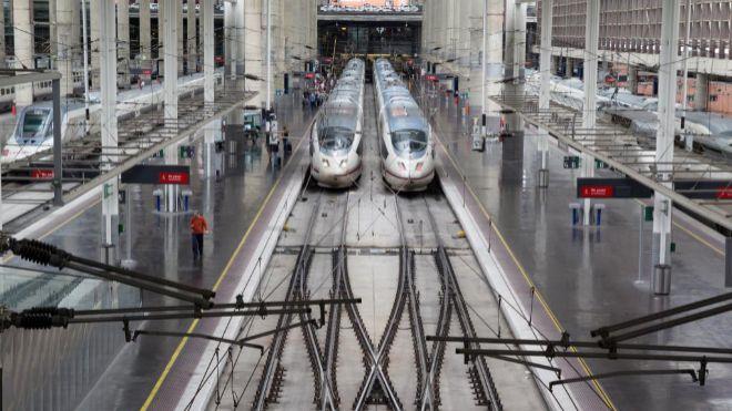 Adif abre la puerta a una bajada de precios y a los trenes AVE nocturnos