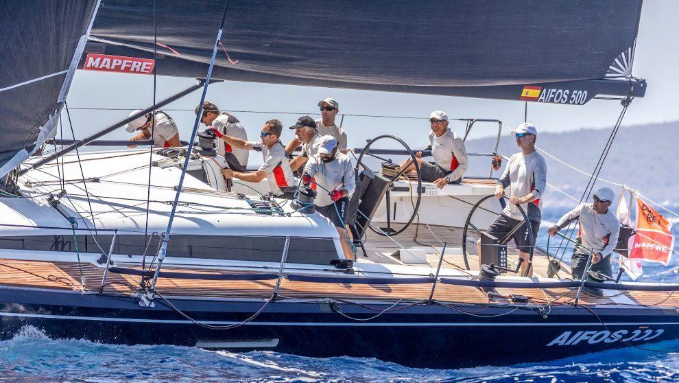 El Rey Felipe disputando una de las mangas de competición de la Copa...