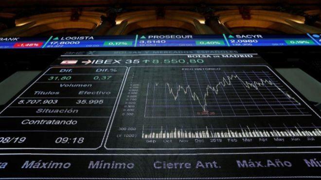 El Ibex sube un 0,73% y alcanza los 8.700 puntos - {DF}