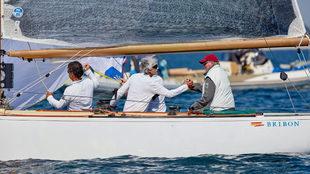 Don Juan Carlos celebra el triunfo en el Europeo de La Trinité con...