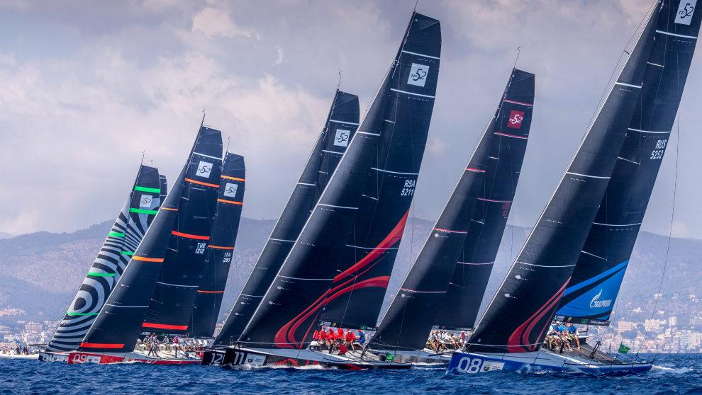 La flota de las 52 Super Series, este sábado durante la jornada de...