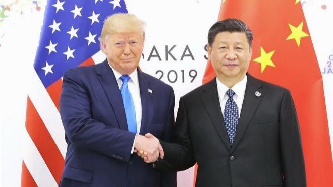El presidente de EEUU, Donald Trump (izquierda) y el de China, Xi...
