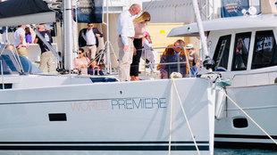 Visitantes de la pasada edición contemplando una de las embarcaciones...