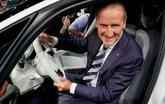 Herbert Diess, consejero delegado de Grupo Volkswagen, en el interior...