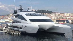 La embarcación Royal Falcon One llegó este lunes a las instalaciones...
