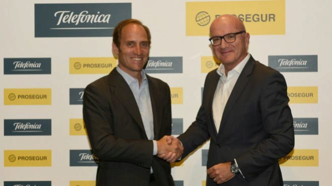 Christian Gut, consejero delegado de Prosegur (izquierda) y Ángel...