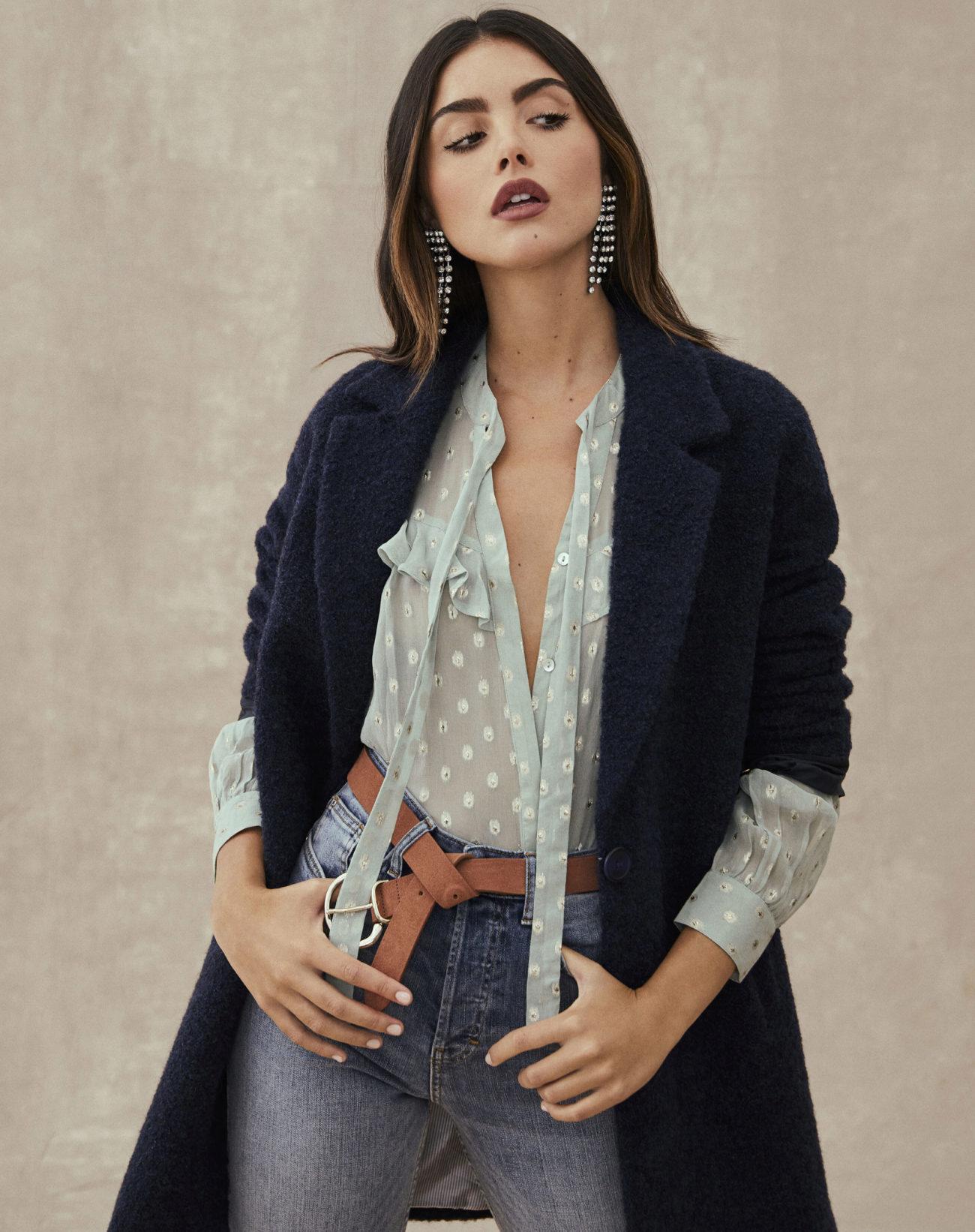 Camisa, 49,99 euros, pantalón, 49,99 euros, y abrigo, 160  euros;...