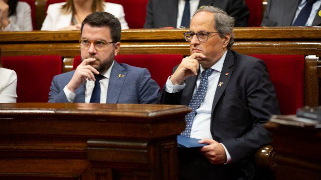 El presidente de la Generalitat, Quim Torra (derecha), hoy en el...