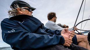 El capitán español Luis Doreste navegando con el equipo nacional del...