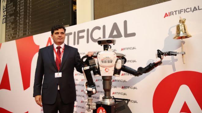 Rafael Contreras, presidente de Airtificial, en la salida a Bolsa de...