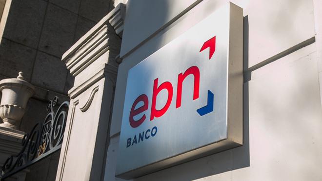 Cómo el banco comercializa divisas para clientes