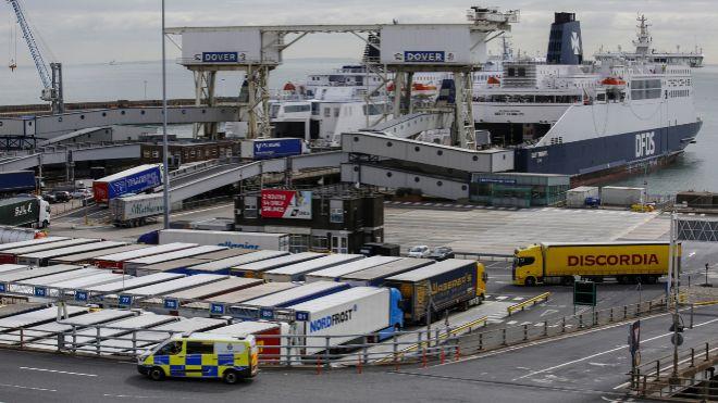 Descubren 39 cadáveres en el interior de un camión en Reino Unido