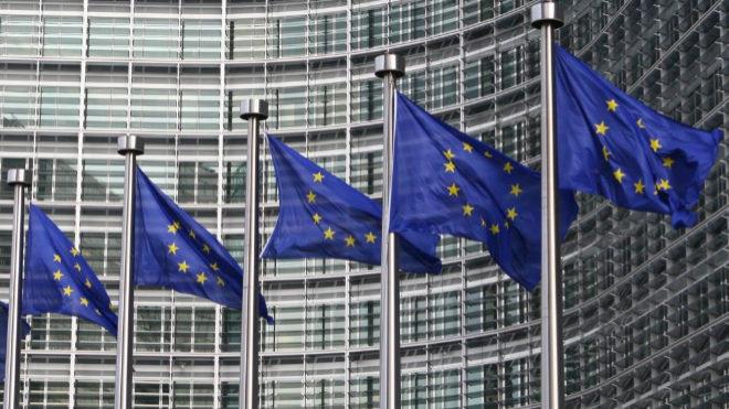 ¿Qué es un 'whistleblower'? La UE quiere tener 'espías' en las empresas