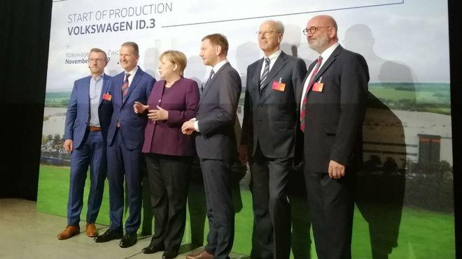 Angela Merkel inaugura la primera planta de eléctricos de Volkswagen en Alemania