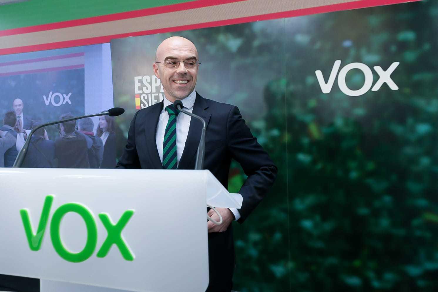 Buxadé durante su intervención en la sede de Vox en Madrid (España), donde el partido sigue los resultados del escrutinio.
