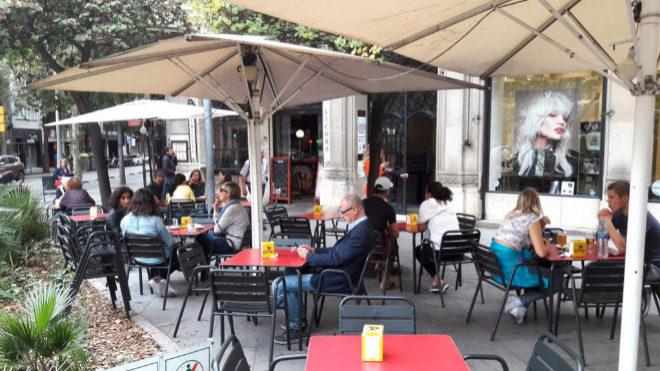 Los vecinos pueden frenar la apertura de un bar o discoteca en su edificio