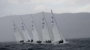 Cinco veleros, durante las semifinales del Puerto Portals European...